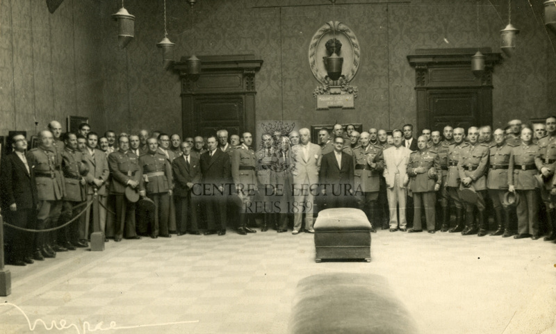 Militars de visita al Centre de Lectura de Reus