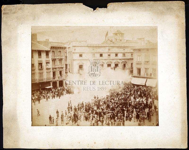 Tronada de la Festa Major a la plaça Mercadal