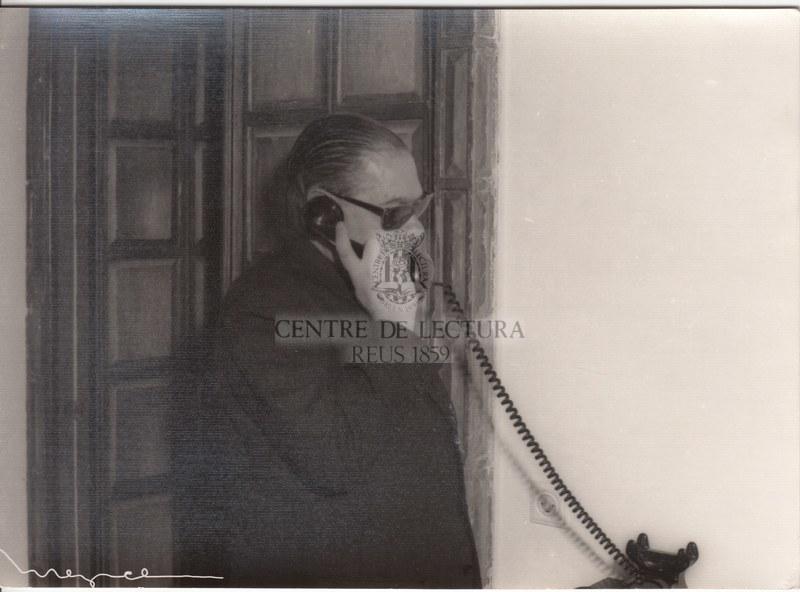 Antoni Soler Morey trucant per telèfon.