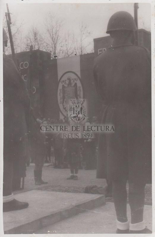 Col·locació de la primera pedra al monument dels caiguts a la Plaça dels Màrtirs
