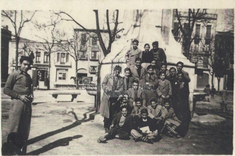 Gabriel Ferrater amb companys del curs 1935-1936