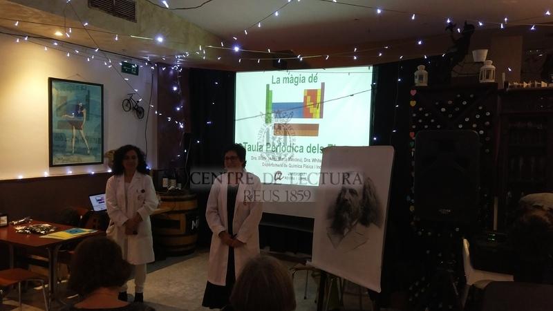 """Conferència: """"La màgia de la taula periòdica"""" del Cicle """"Divulga al Centre"""", a càrrec d'Anna M. Masdéu Bultó i Mar Reguero,  membres del grup de recerca innCat del Departament de Química Física i Inorgànica de la URV"""